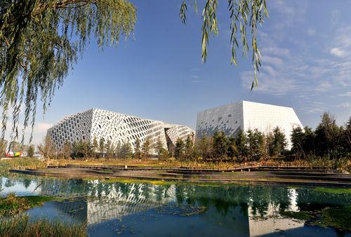 """山东省会文化艺术中心""""三馆""""项目景观设计"""